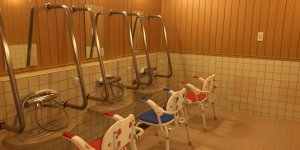 施設での入浴介助
